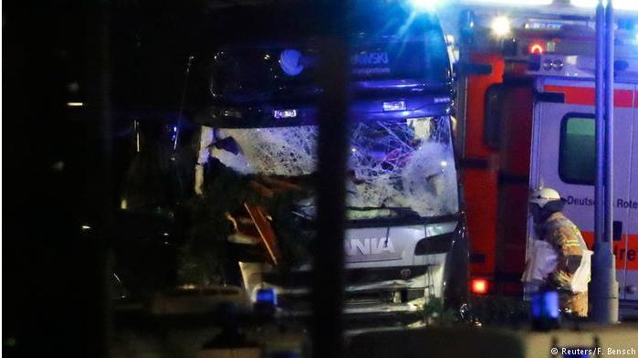 صدمة في ألمانيا بعد اقتحام شاحنة سوقاً لعيد الميلاد في برلين