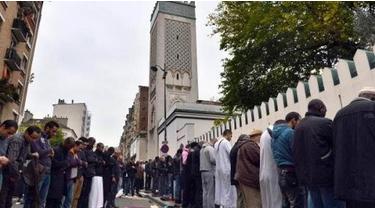 شعارات معادية للمسلمين على مسجد فى