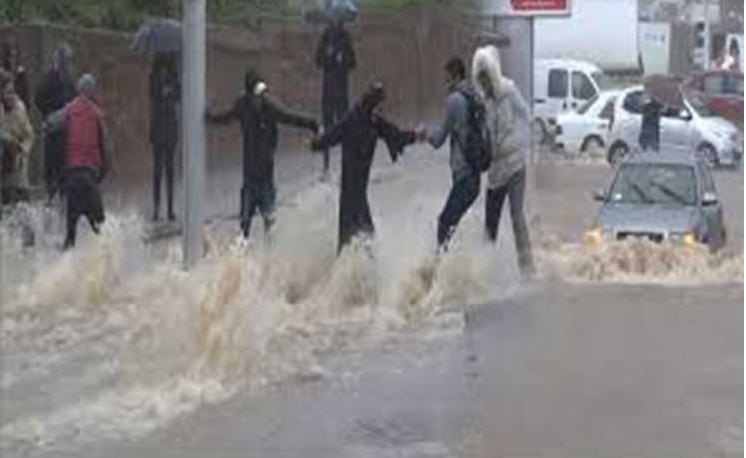 «طوفان» من التعليقات الساخرة حول فيضانات المغرب في شبكات التواصل